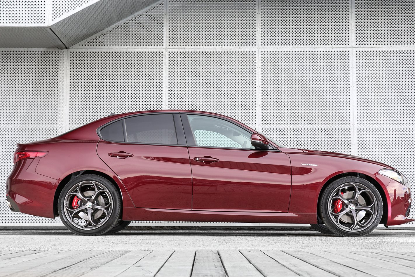 2017 Alfa Romeo Giulia Veloce side profile