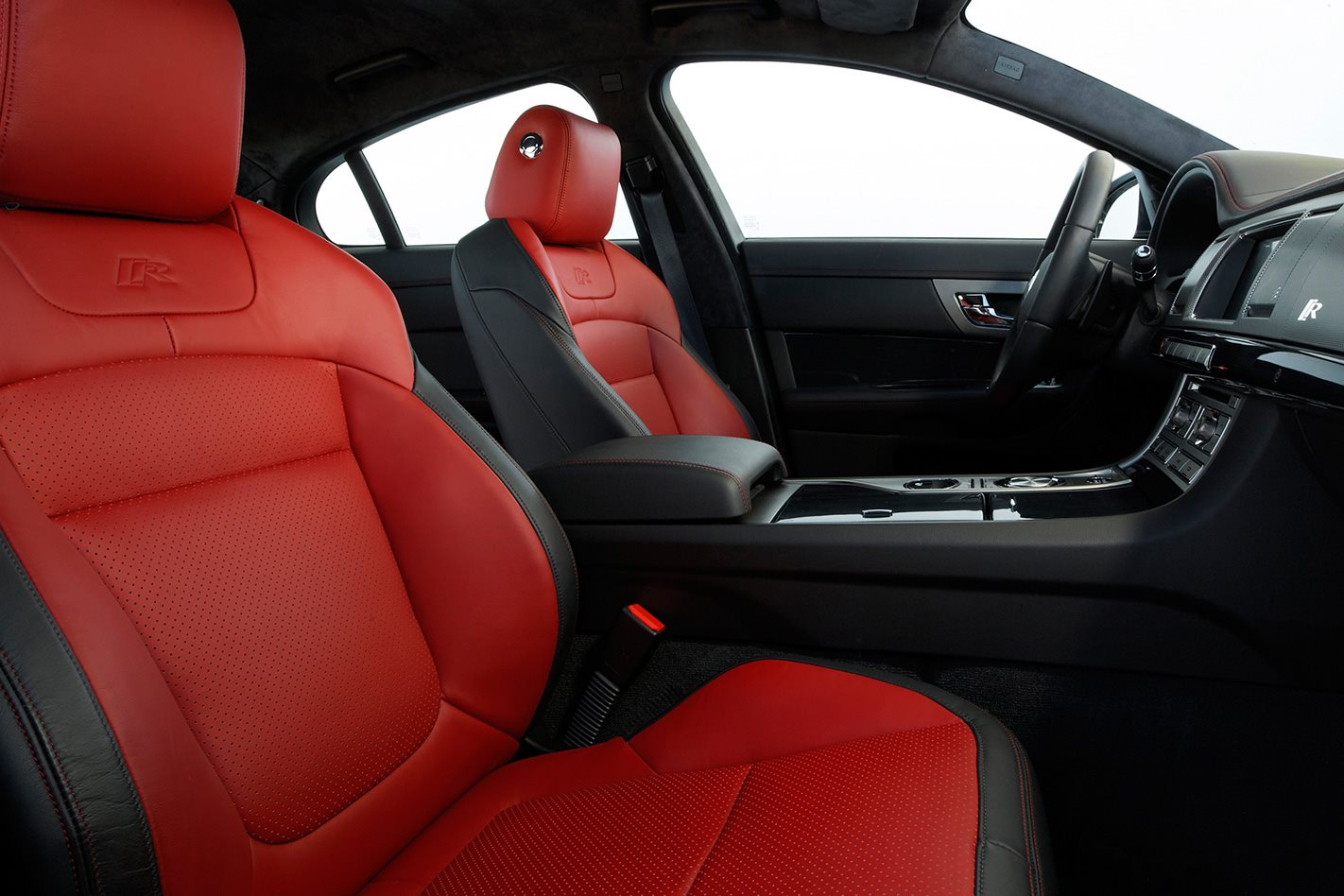 2009 Jaguar XF-R review interior