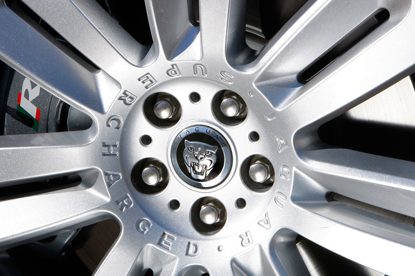2009 Jaguar XF-R review hubcap