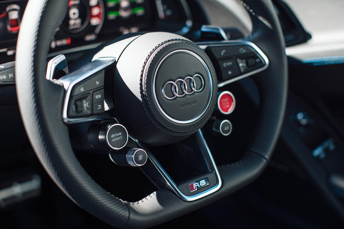 hybrid Audi TT and R8 Steering wheel