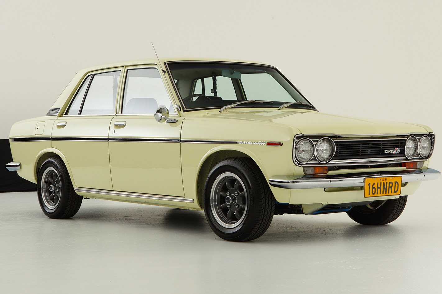 Datsun 1600 legend series showroom