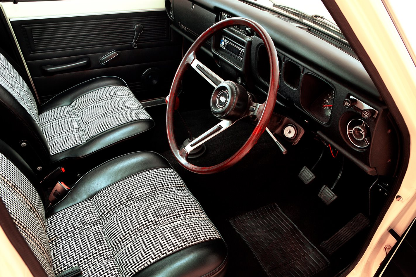 Datsun 1600 legend series interior