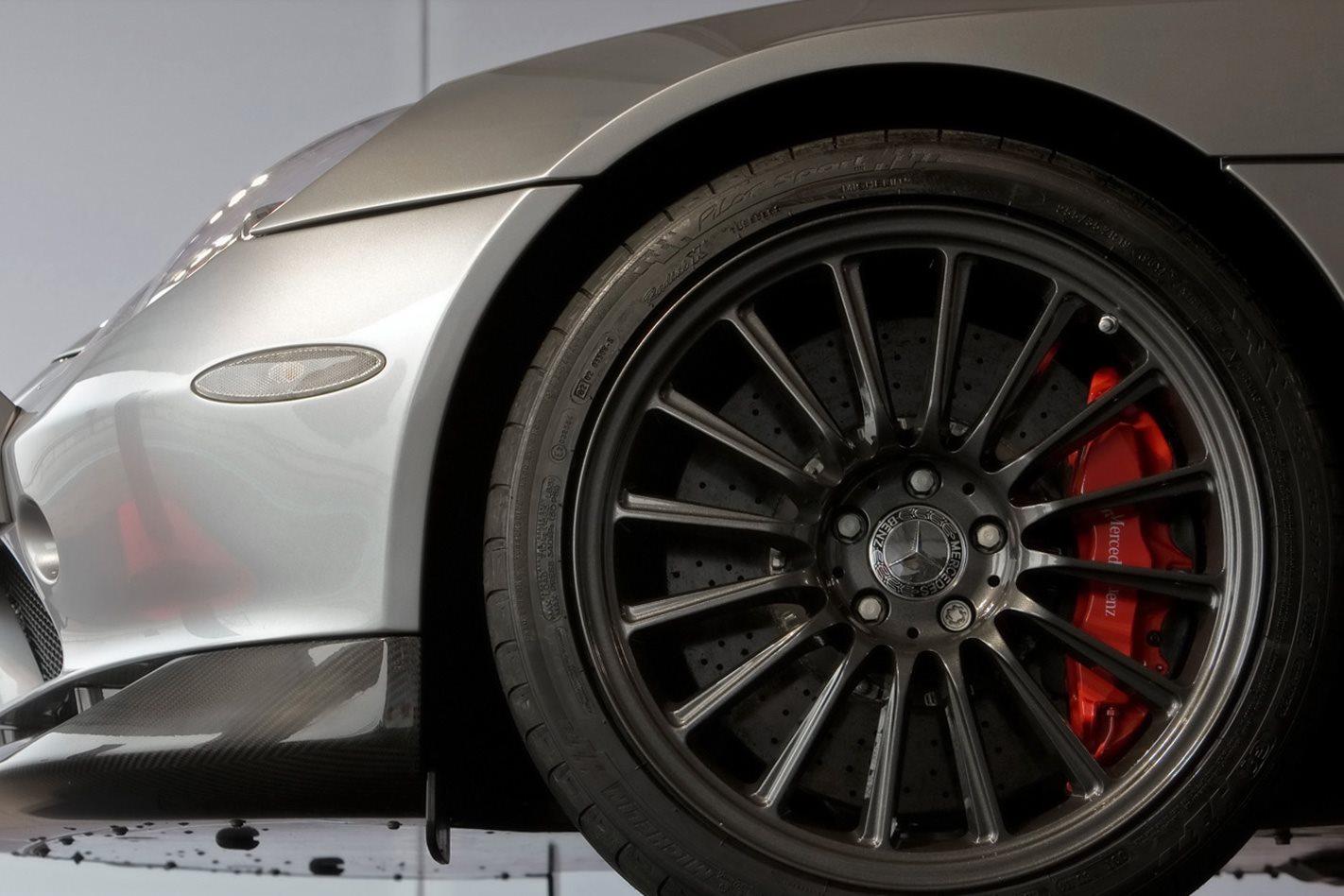 Mercedes McLaren SLR 722 S Roadster wheel