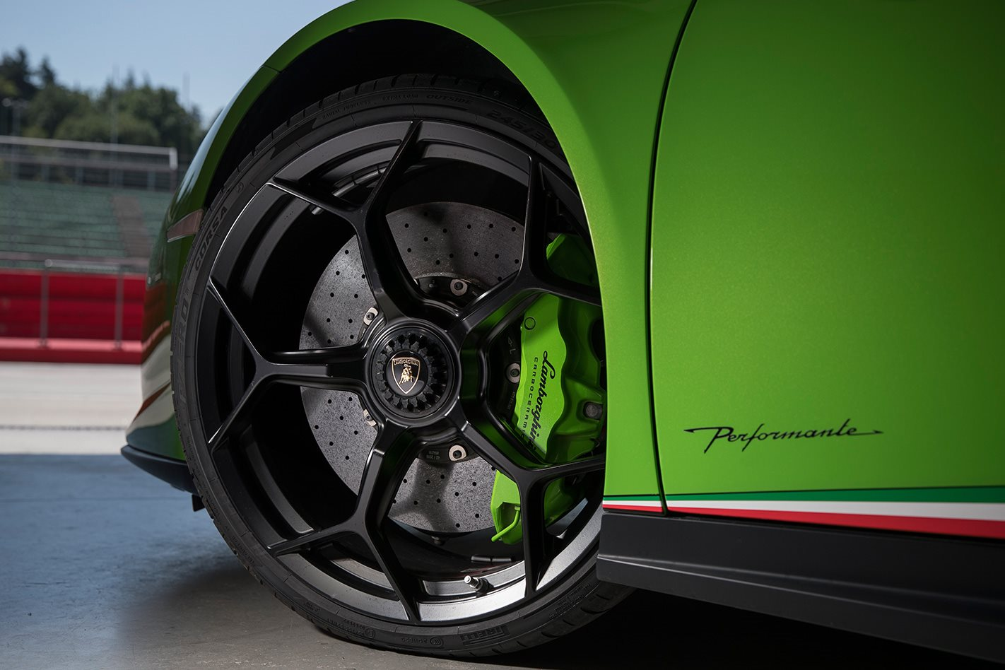 2017 Lamborghini Huracan Performante wheel