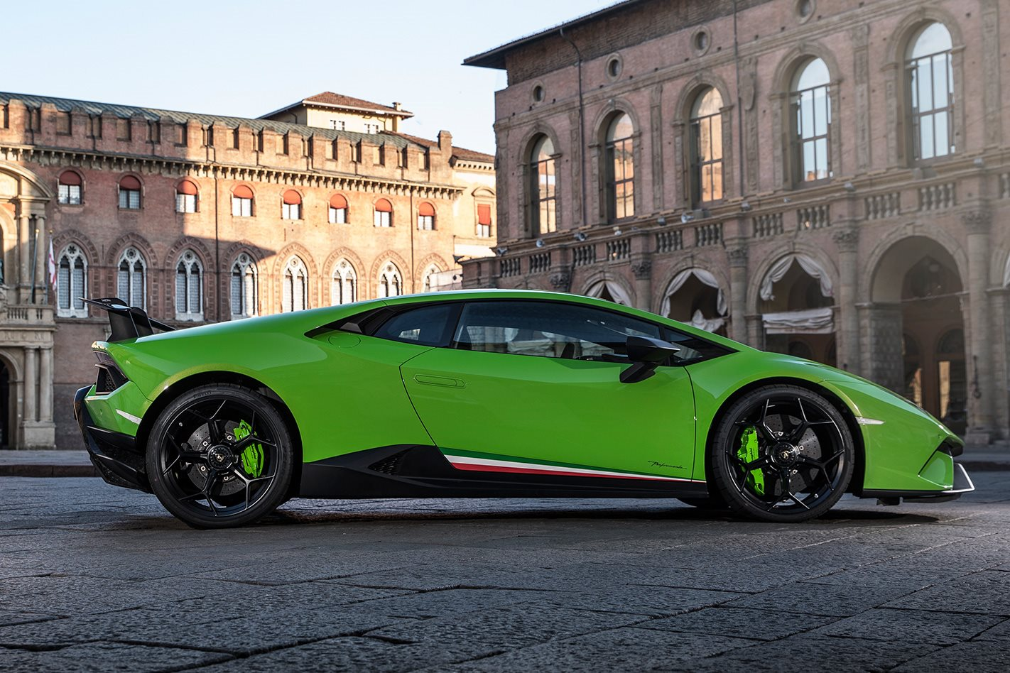 2017 Lamborghini Huracan Performante side profile