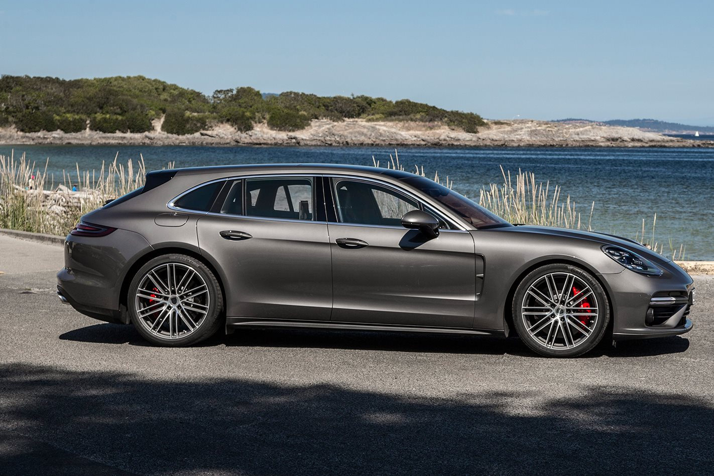 2017 Porsche Panamera Turbo Sport Turismo side profile