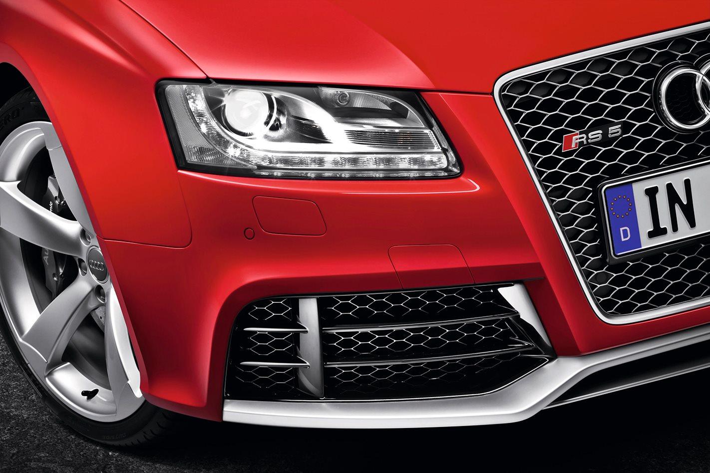 2010 Audi RS5 headlights
