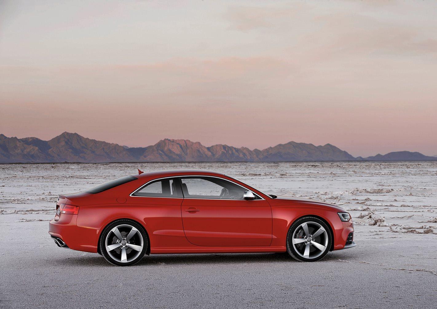 2010 Audi RS5 side profile