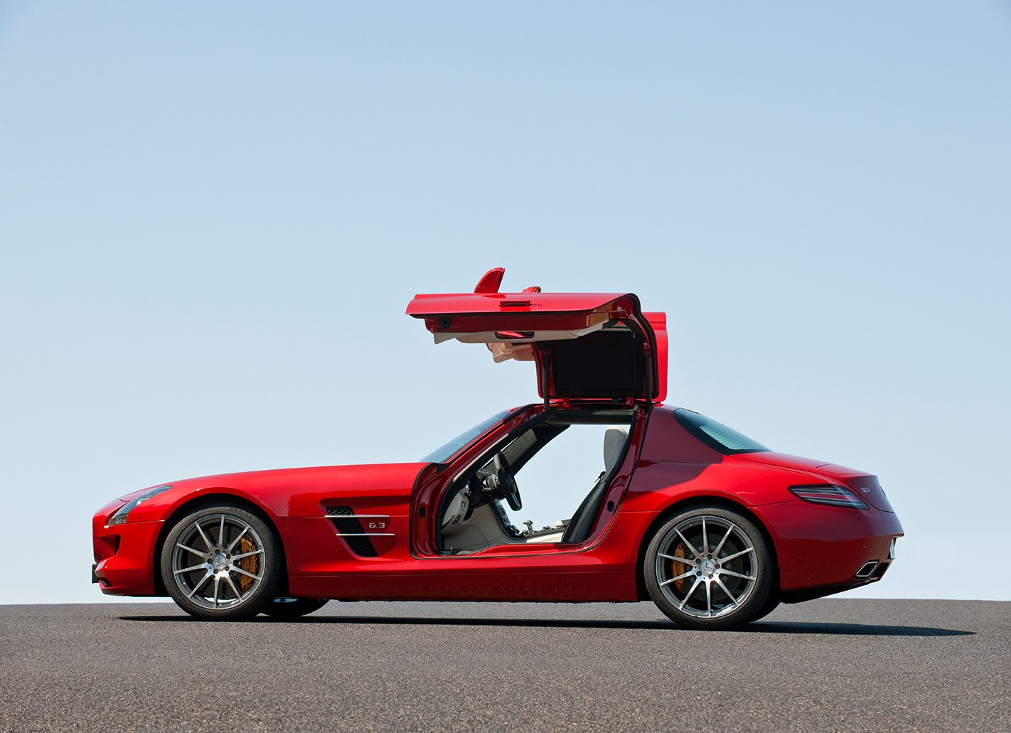 Mercedes-Benz SLS AMG scissor door side profile
