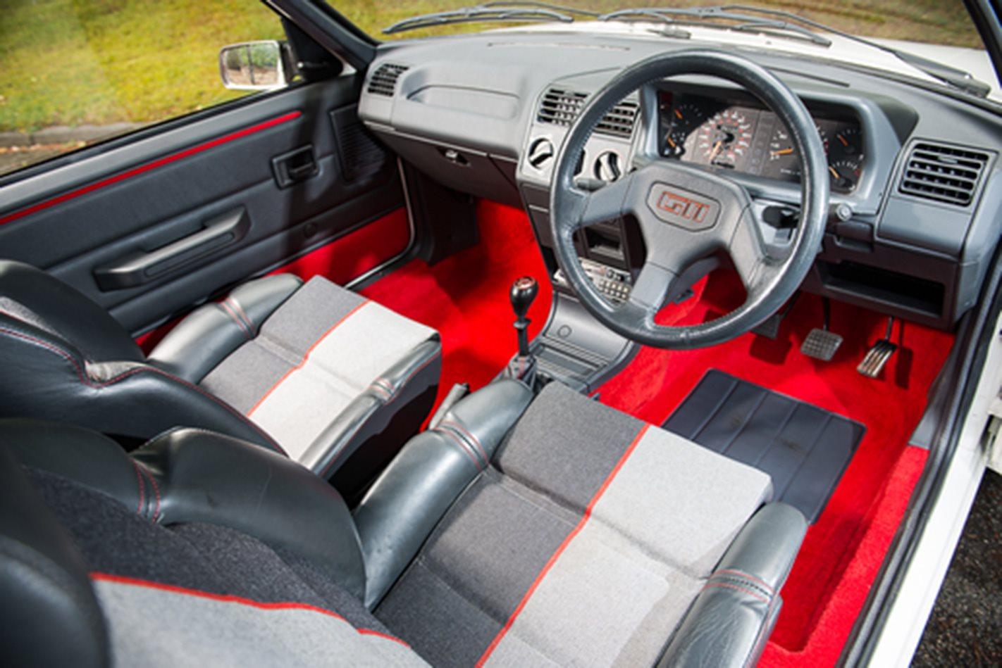 Peugeot 205 GTi interior