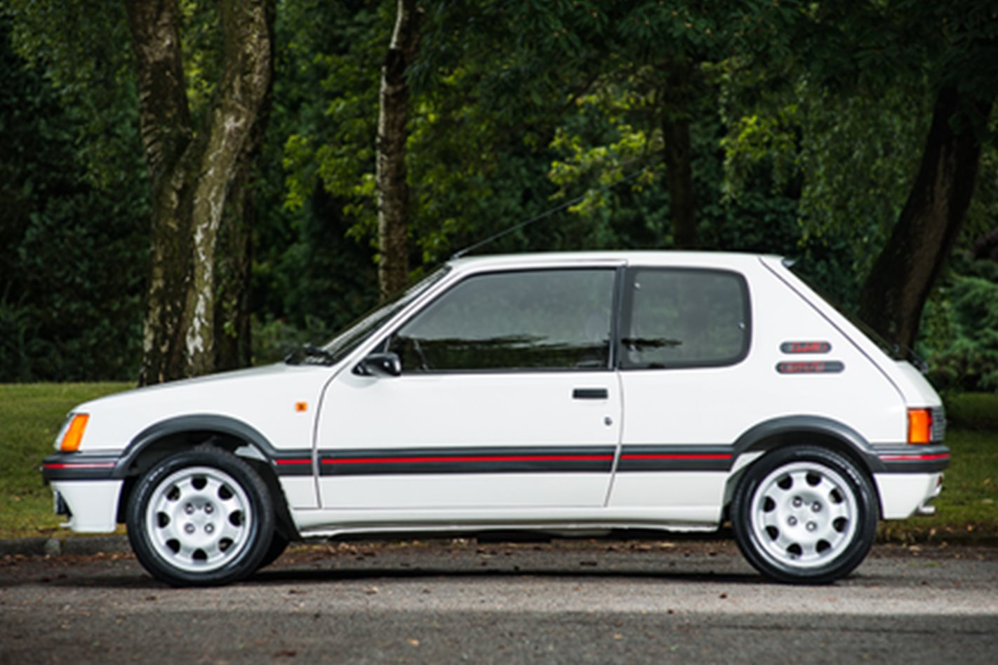 Peugeot 205 gti 1 9 sells for 63 361 motor for Housse 205 gti