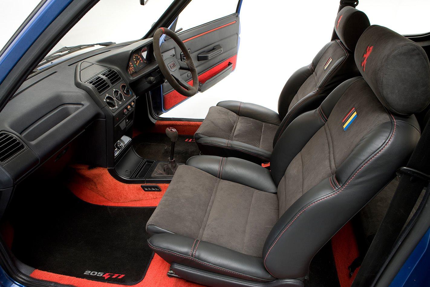 1987-Peugeot-205-GTi-interior