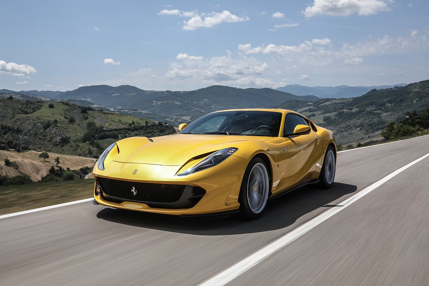 2018 ferrari 812 superfast review motor. Black Bedroom Furniture Sets. Home Design Ideas