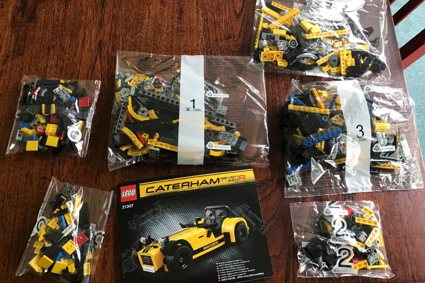LEGO Caterham 620R parts