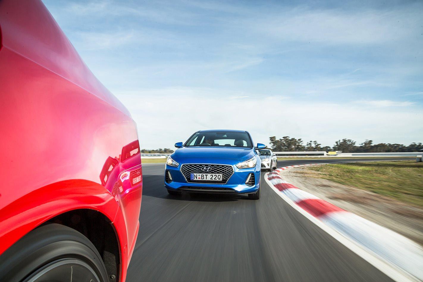 Hyundai i30 SR driving