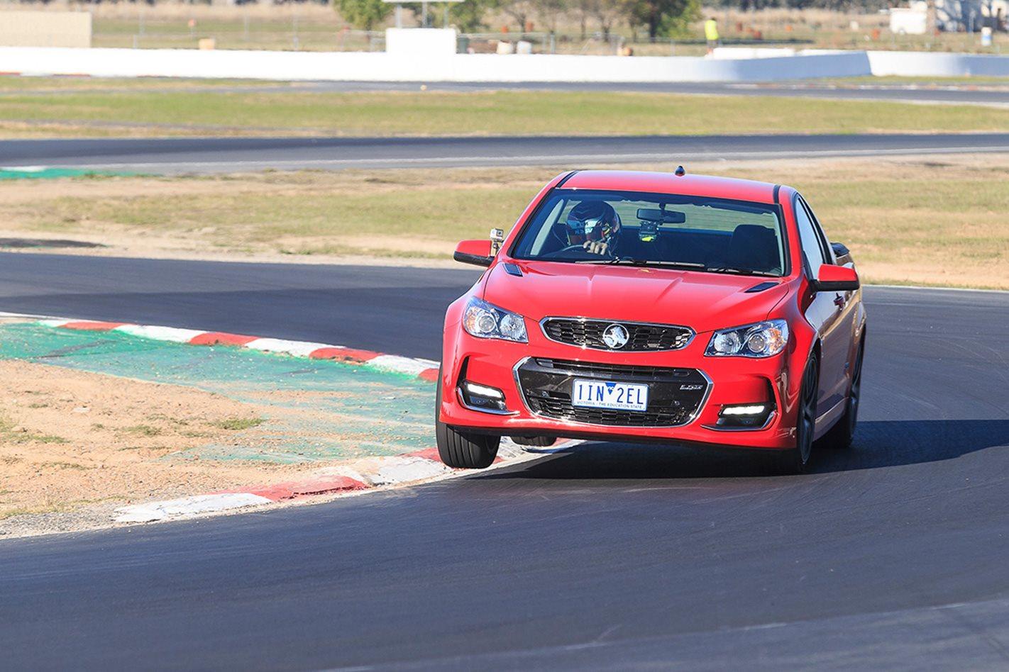 2017-Holden-Commodore-SS-Ute-steering.jpg