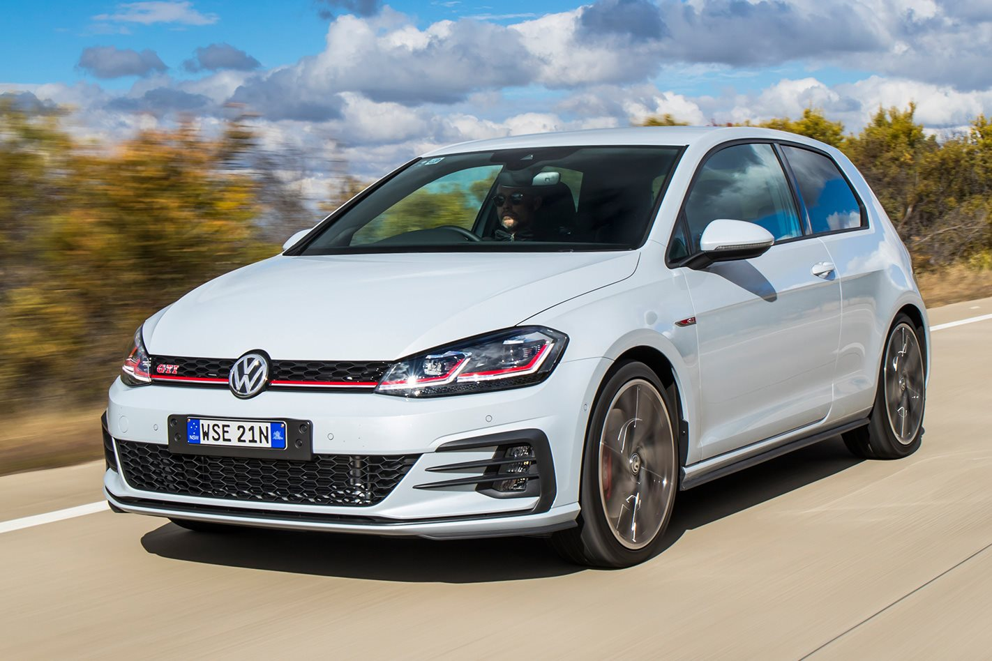 2017-Volkswagen-Golf-GTI-Performance-drive.jpg