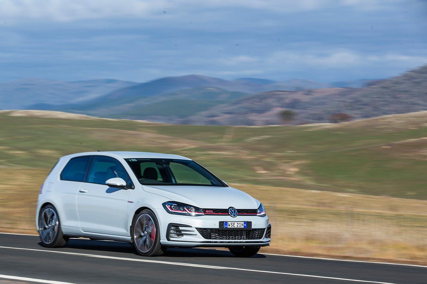 2017 Volkswagen Golf GTI Performance driving.jpg
