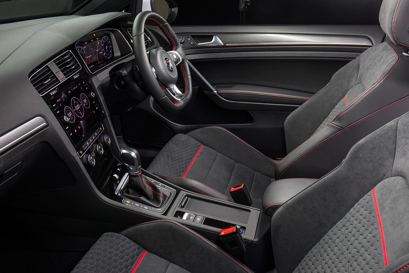 2017 Volkswagen Golf GTI Performance interior.jpg