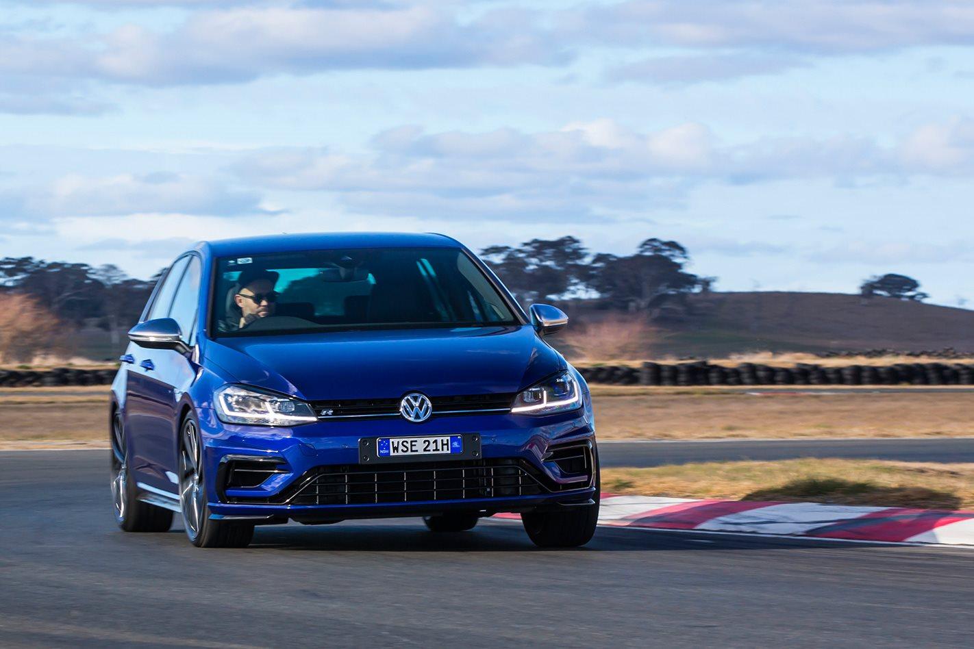 2017 Volkswagen Golf R 7.5 turning.jpg
