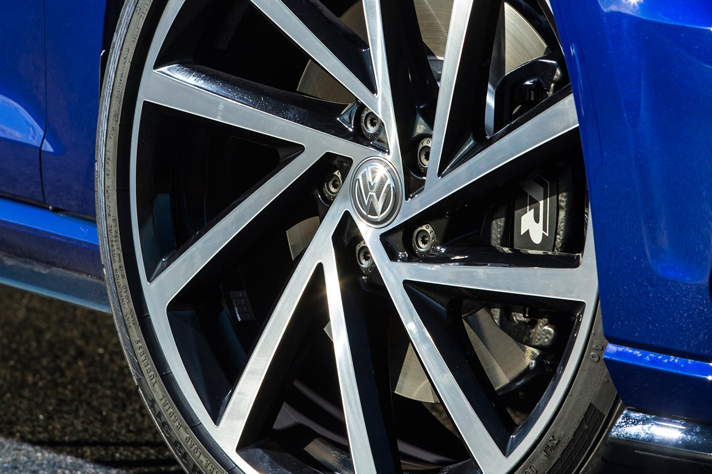 2017 Volkswagen Golf R 7.5 wheel.jpg