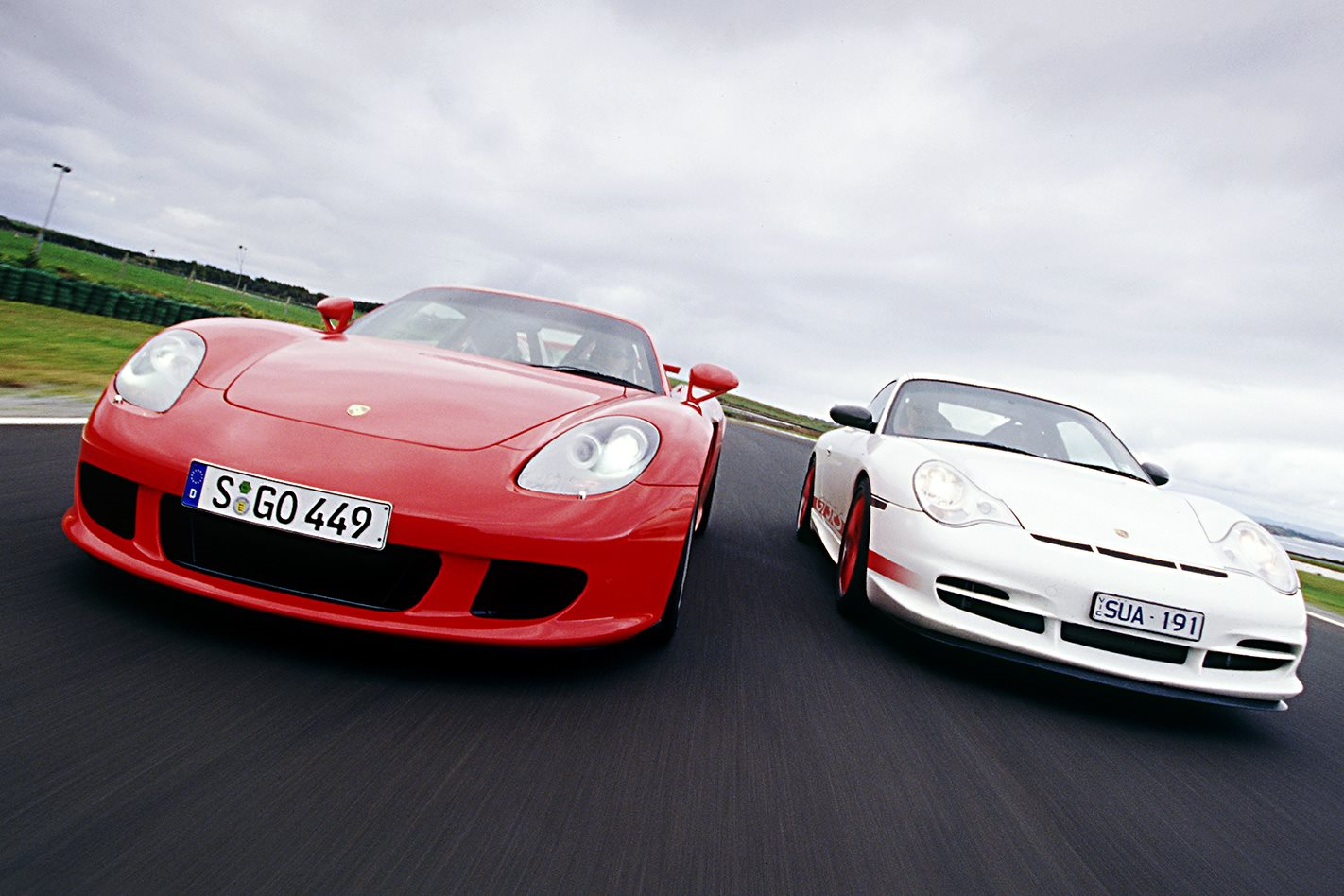 2004 Porsche Carrera GT vs Porsche 911 GT3 RS