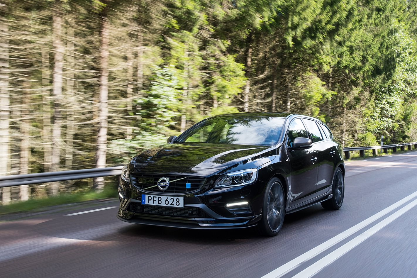 Volvo Adds Carbon Components to 2018 S60 and V60 Polestar
