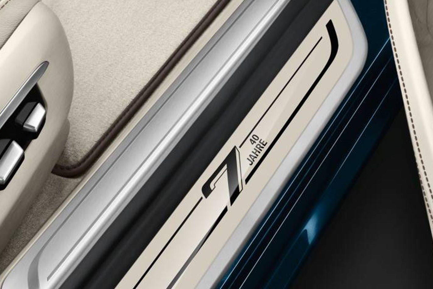 BMW 7 Series 40 Jahre door frame