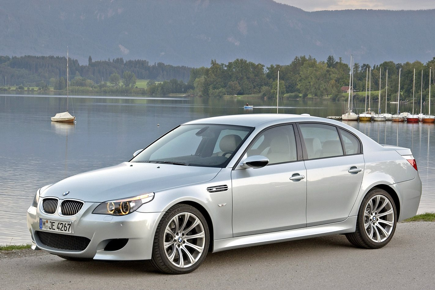 2005 e60 bmw m5 first drive classic motor. Black Bedroom Furniture Sets. Home Design Ideas