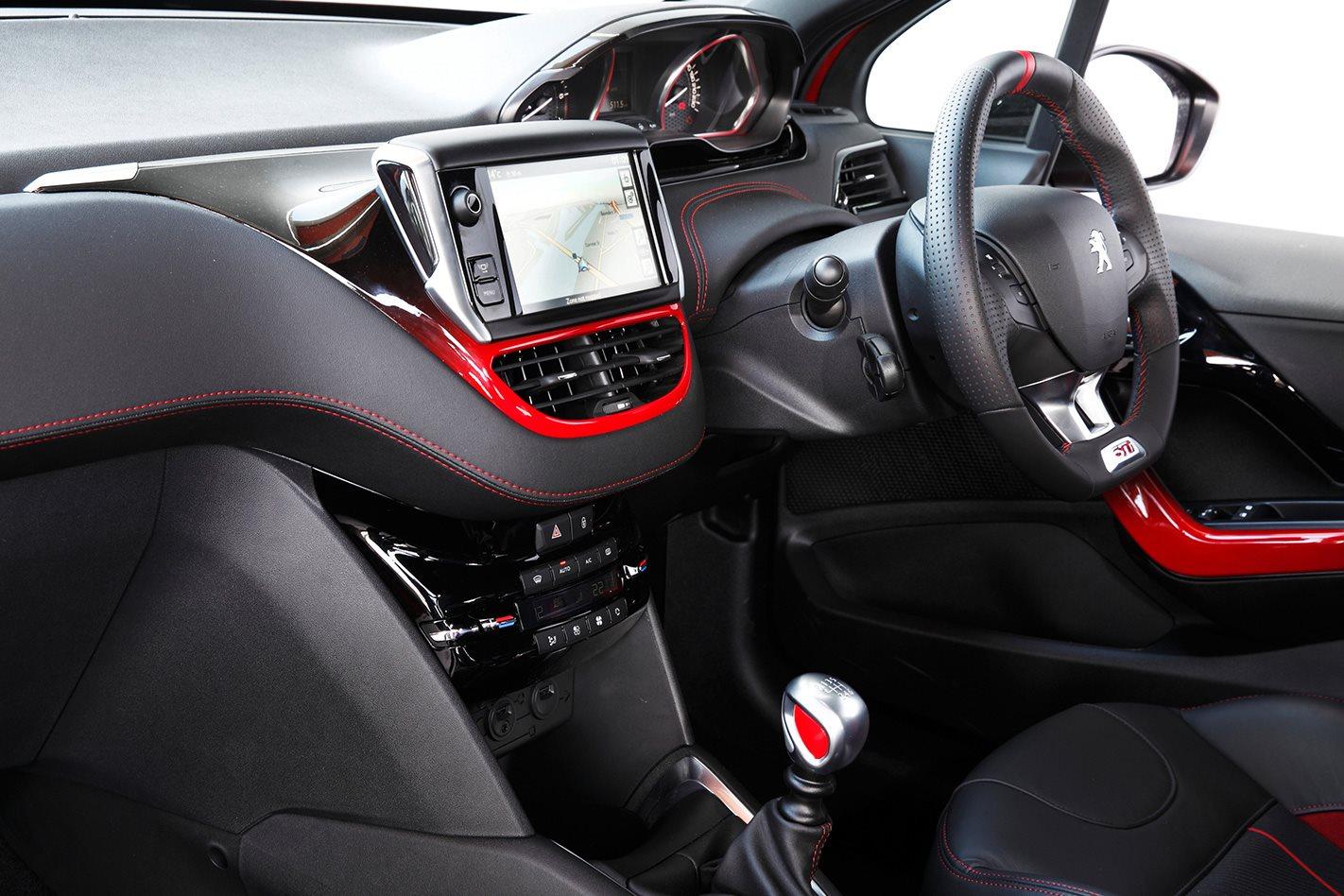 Ford fiesta st vs peugeot 208 gti classic motor motor for Peugeot 208 interior 2017