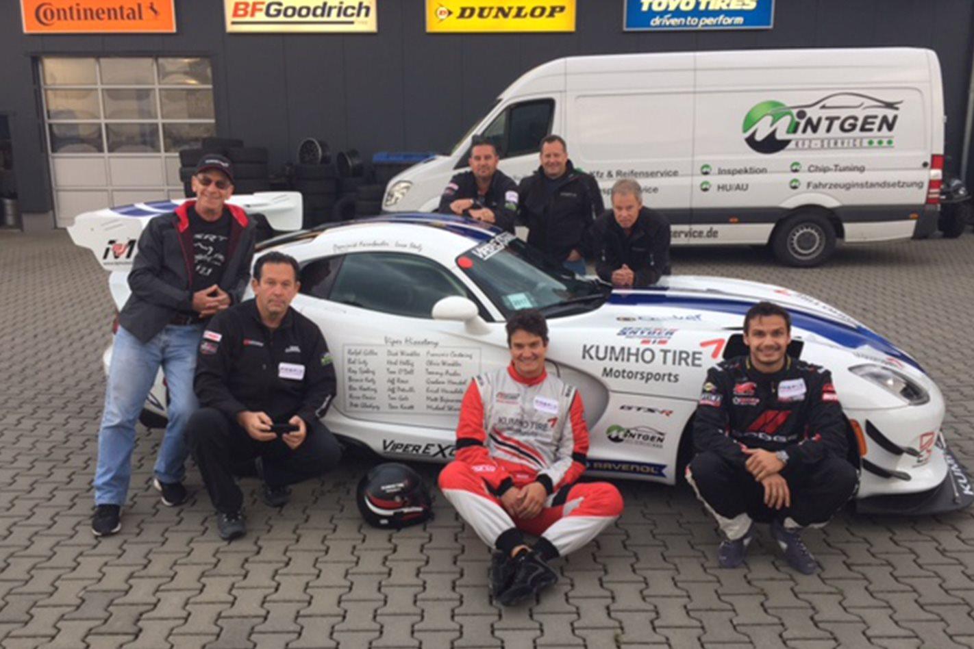 Dodge Viper ACR Nurburgring team