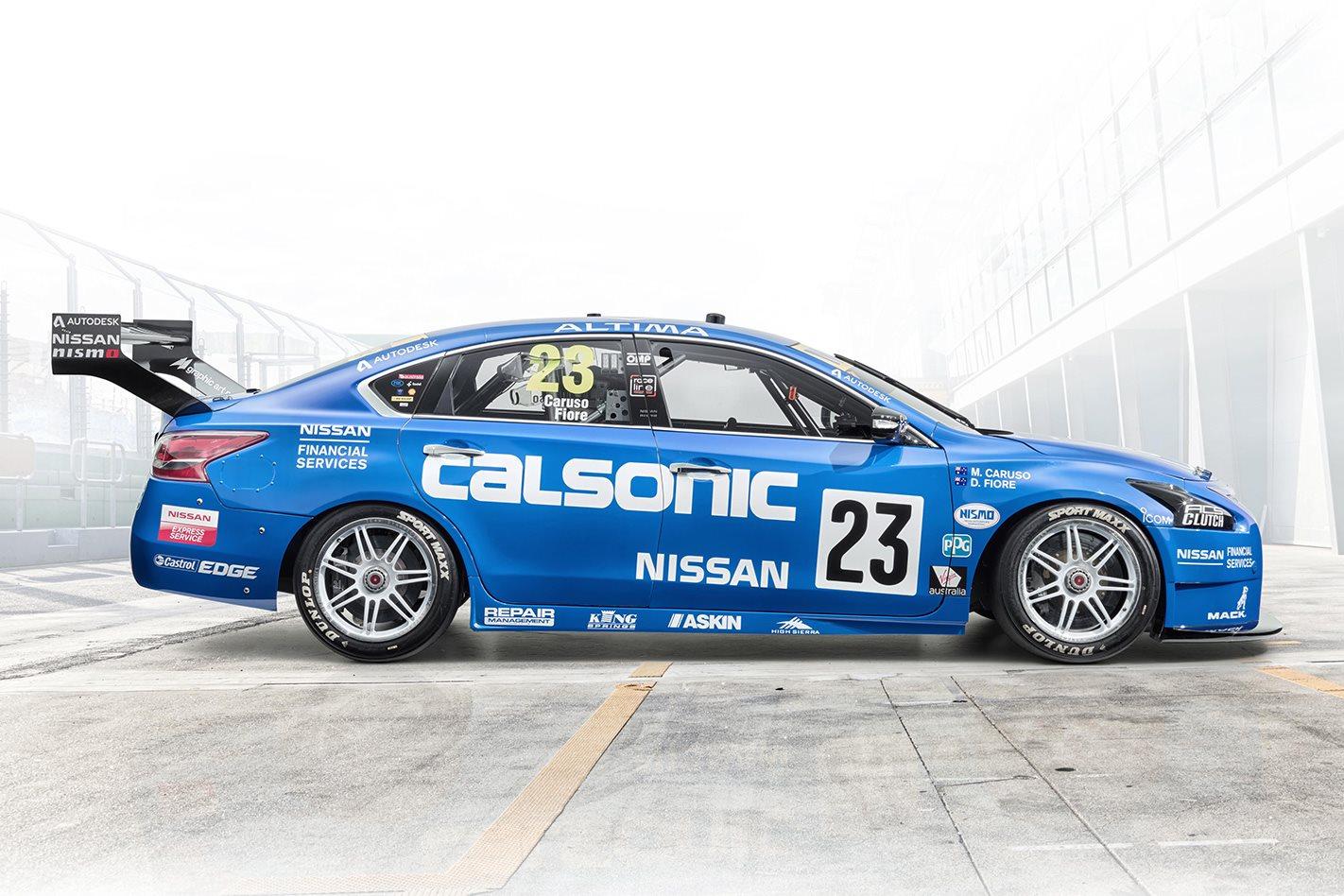 Nissan Calsonic R32 Skyline GT-R side