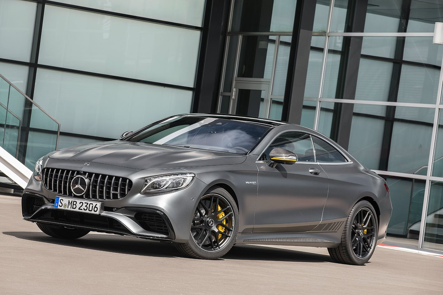 Mercedes-AMG S 63 Coupé Yellow Night Edition front.jpg