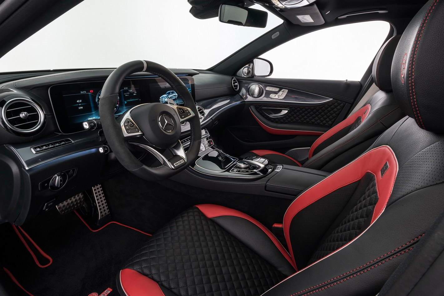 Mercedes-AMG-E63-based-Brabus-700-interior.jpg