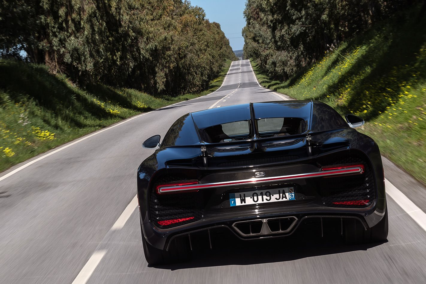 Bugatti Chiron makes 0-248-0 miles per hour dash in record 41.96 seconds