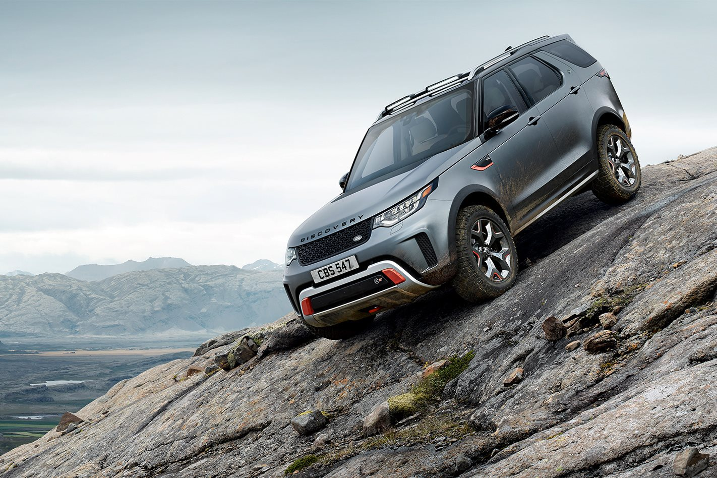 Land Rover Discovery SVX rock