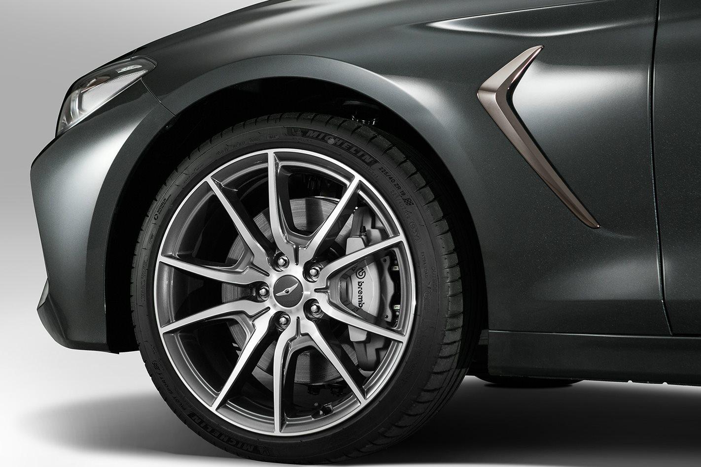 2018 Hyundai Genesis G70 wheel
