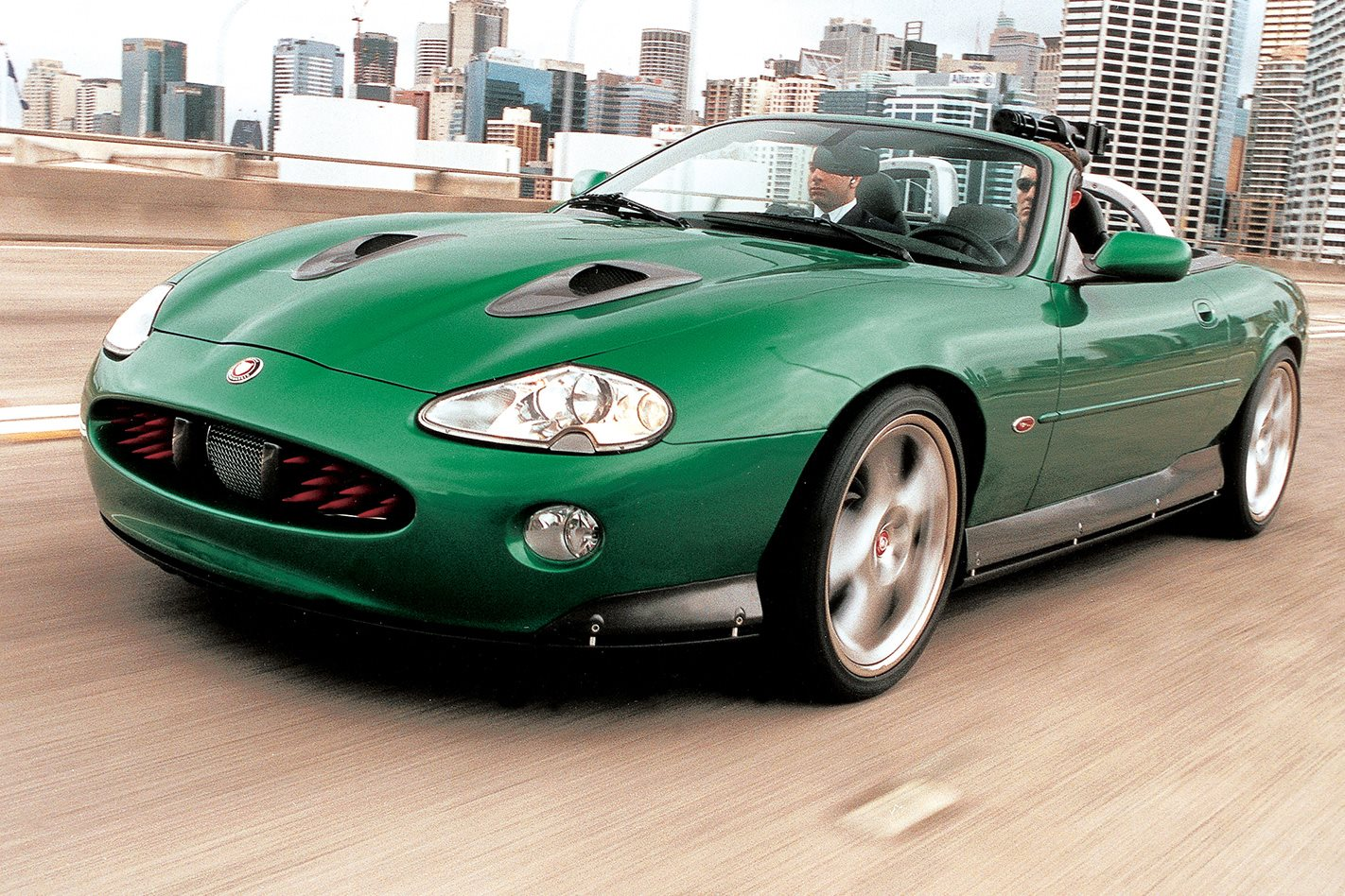 Jaguar XKR - Die Another Day (2002)