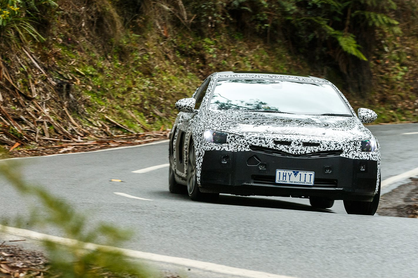 2018-Holden-Commodore-V6-AWD-prototype-headlights.jpg
