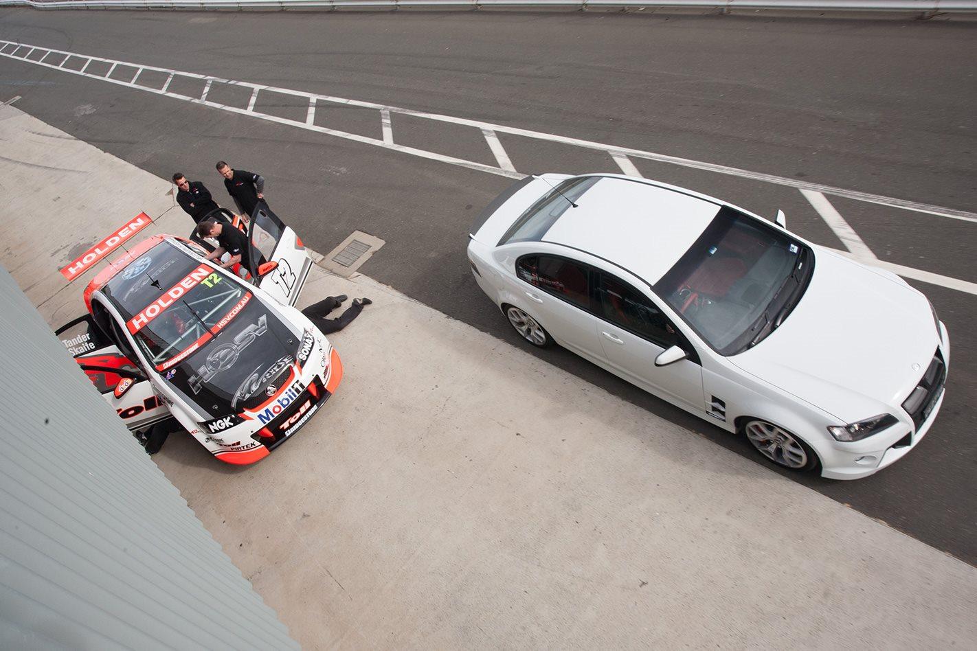 HSV-V8-Supercar-vs-HSV-W427-pitstop.jpg