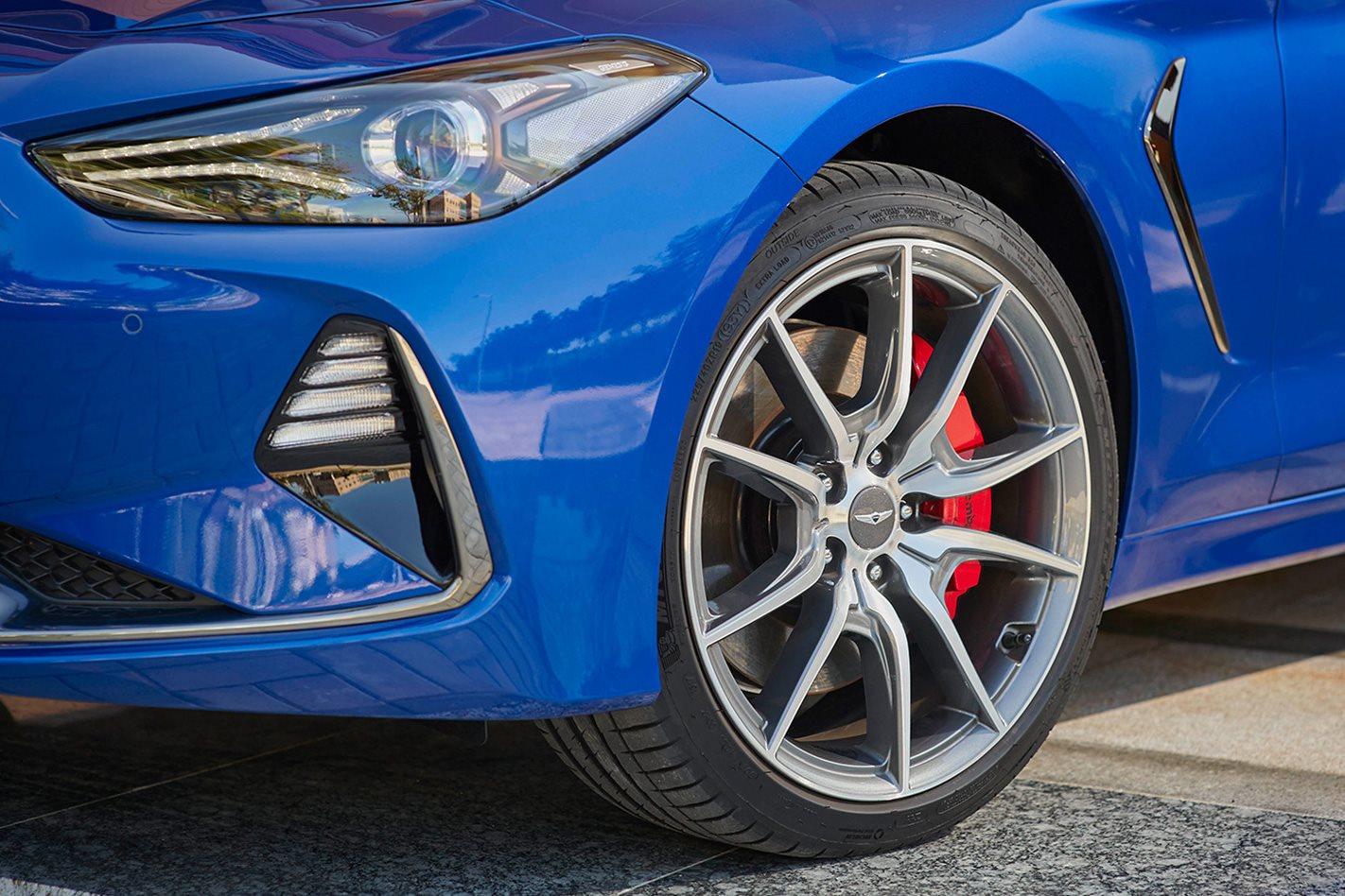 2018-Hyundai-Genesis-G70-wheel.jpg