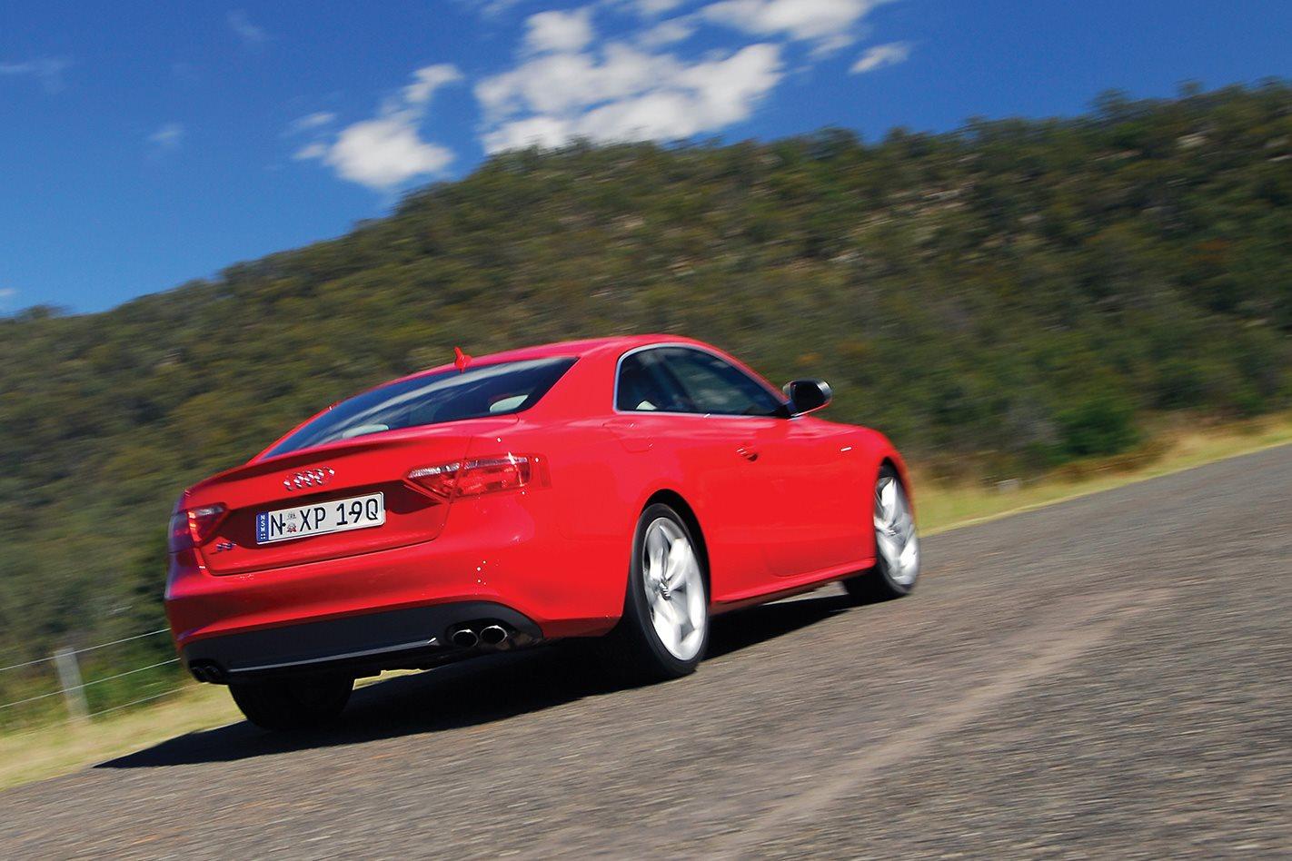2008-Audi-S5-STronic-rear