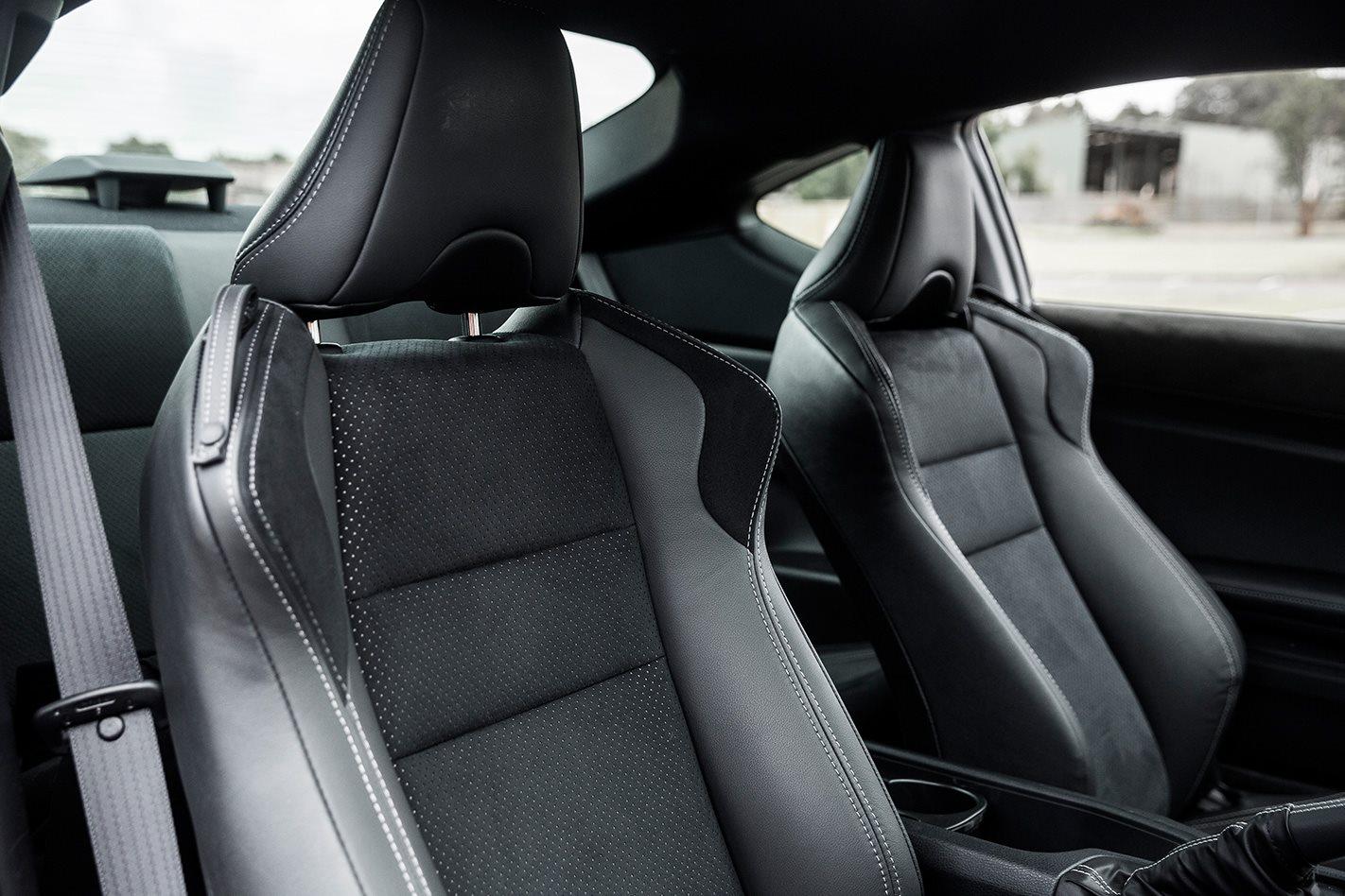 2017-Toyota-86-seats.jpg