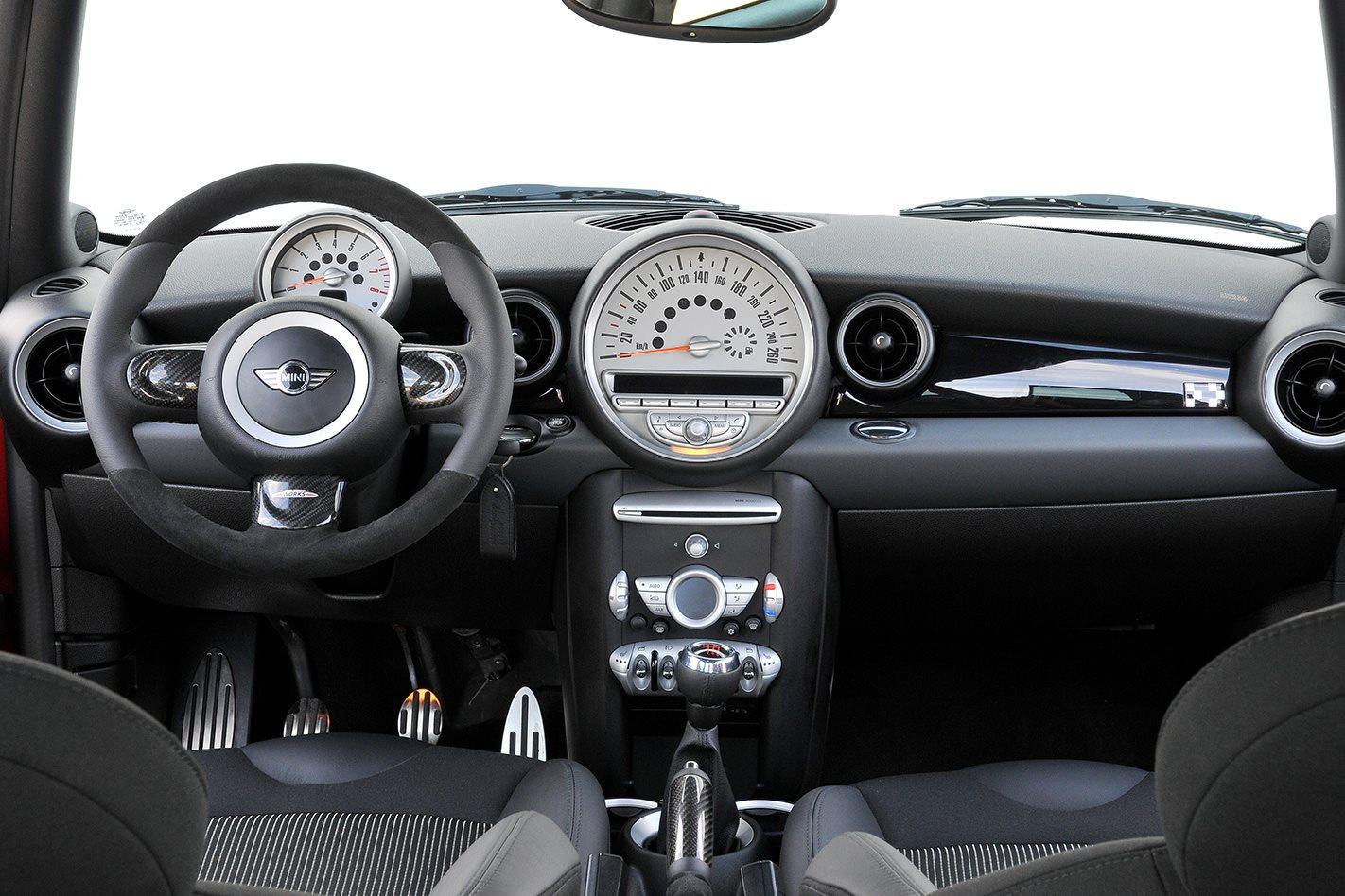 Mini-JCW-Clubman-interior.jpg