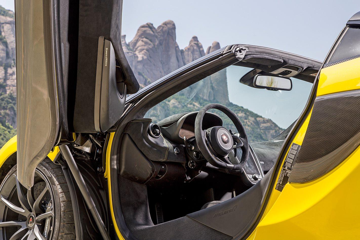 2017 McLaren 570S Spider cabin