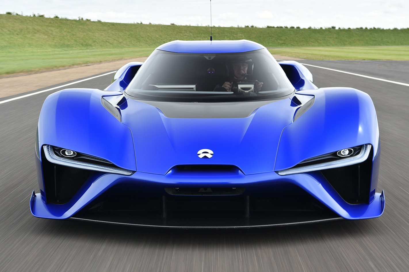 2018-NIO-EP9-electric-supercar-headlights.jpg