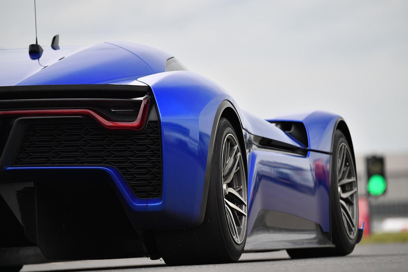 2018 NIO EP9 electric supercar driving.jpg wheels