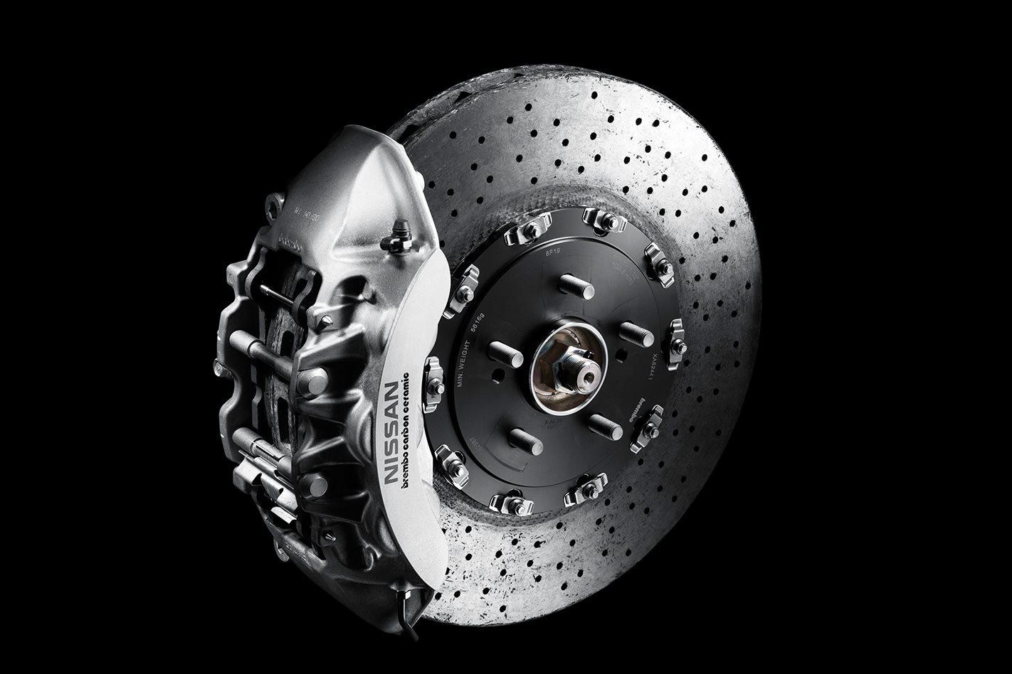 Nissan-GT-R-Spec-V-clutch.jpg