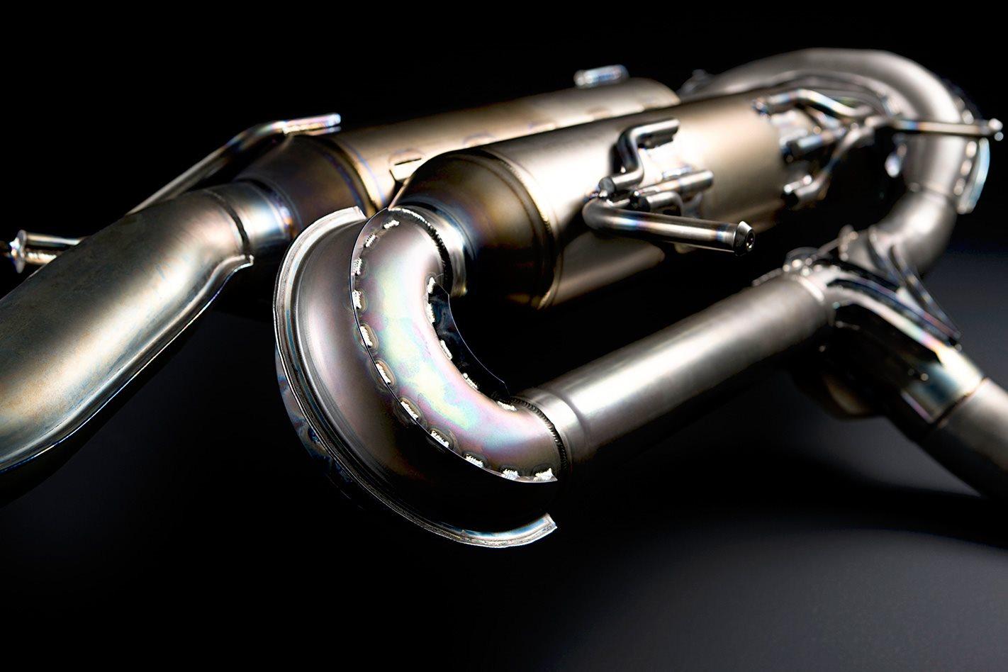 Nissan-GT-R-Spec-V-exhaust-system.jpg