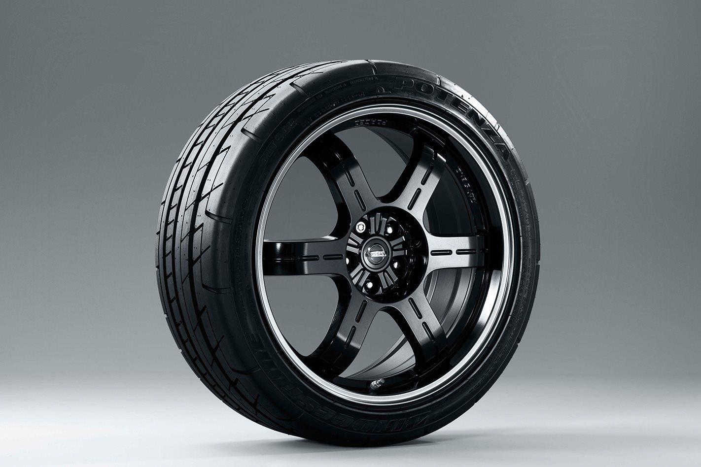 Nissan-GT-R-Spec-V-tyres.jpg